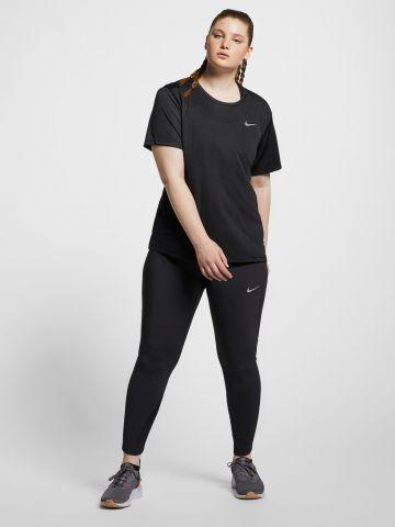 חולצת ריצה עם לוגו / Plus Size של NIKE