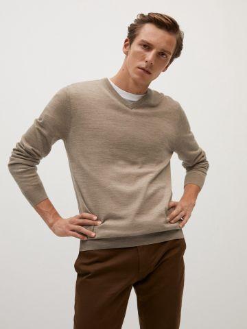 סוודר צמר וי של MANGO