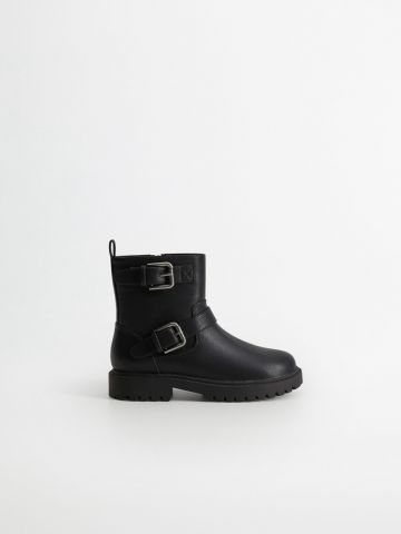 מגפיים דמוי עור עם אבזמים / בנות של MANGO