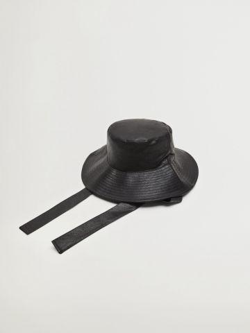כובע באקט דמוי עור / נשים של MANGO