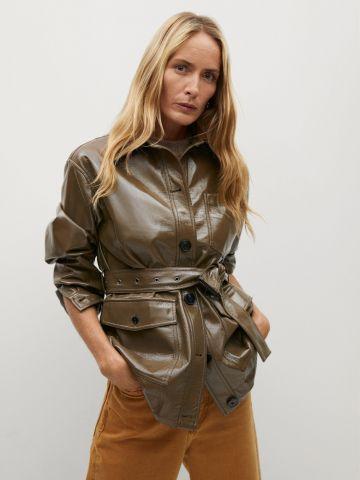 מעיל ניילון עם חגורת מעיל דמוי עור לונגליין עם חגורת קשירה של MANGO