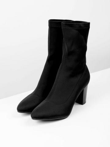 מגפיים עם עקב בסגנון גרב של TERMINAL X