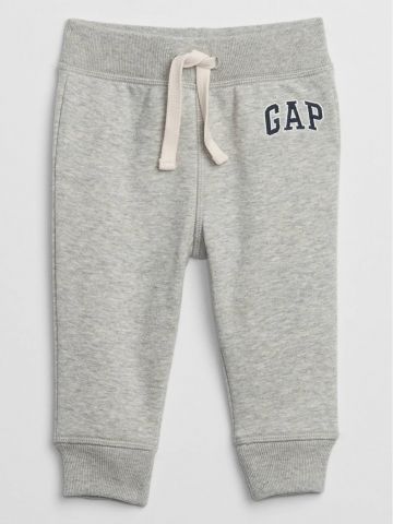 מכנסי טרנינג עם רקמת לוגו / 0M-24M של GAP