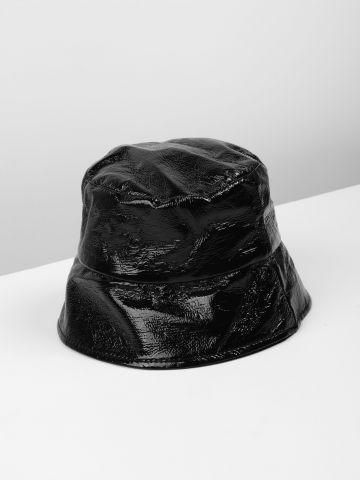 כובע באקט בגימור מבריק / נשים של TERMINAL X