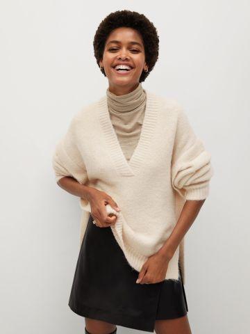 סוודר בשילוב צמר עם וי עמוק של MANGO