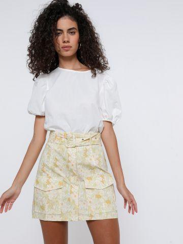 חצאית מיני בהדפס פרחים עם חגורה של GLAMOROUS