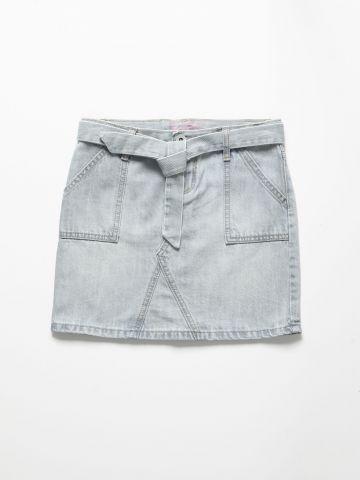 חצאית מיני ג'ינס עם חגורת קשירה / בנות של THE CHILDREN'S PLACE