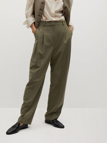 מכנסיים מחויטים עם קפלים של MANGO