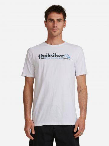 טי שירט עם לוגו של QUIKSILVER