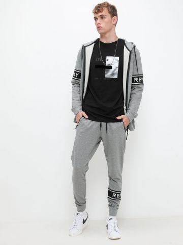 מכנסי טרנינג עם לוגו של REPLAY