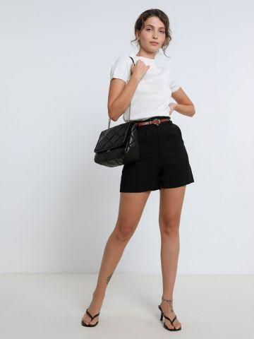 מכנסיים קצרים בגזרה גבוהה של YANGA