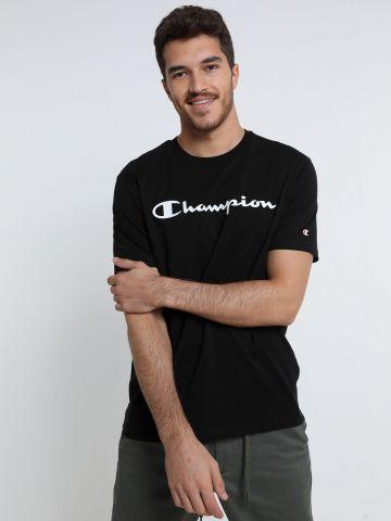 טי שירט עם לוגו של CHAMPION
