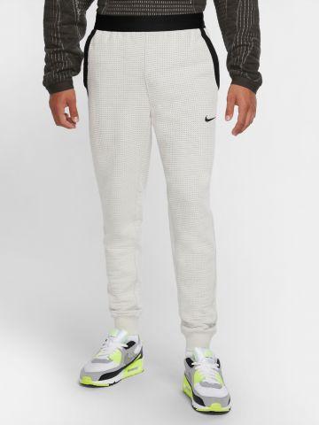 מכנסי טרנינג בדוגמת חירורים Tech Pack של NIKE