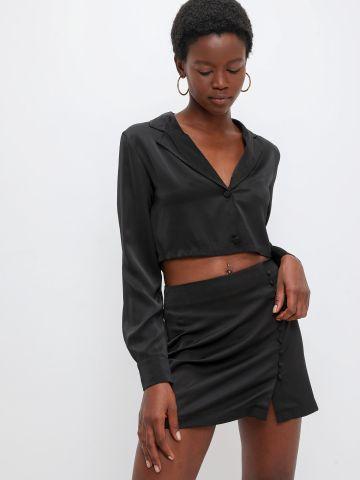 חצאית מיני סאטן עם עיטור כפתורים של KIMOR X TERMINAL X