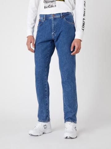 ג'ינס בגזרה ישרה Texas Taper של WRANGLER