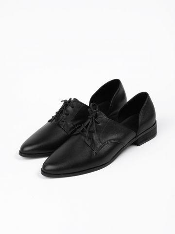נעלי אוקספורד עור עם פתחים של YANGA