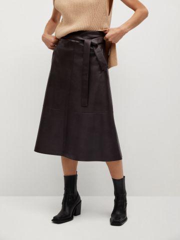 חצאית מתרחבת דמוי עור של MANGO