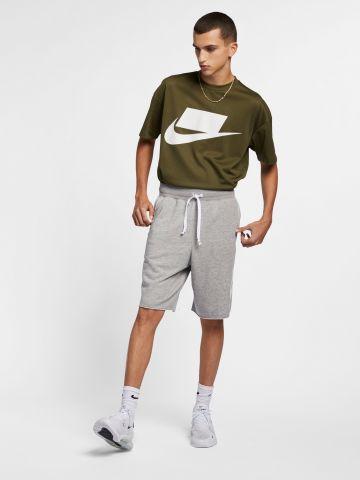 מכנסיים קצרים עם לוגו של NIKE
