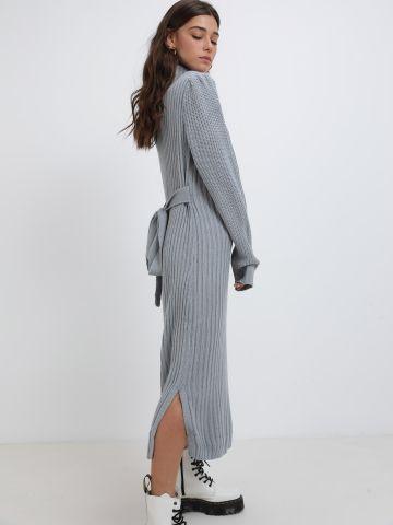 שמלת סוודר מקסי עם צווארון גולף של YANGA