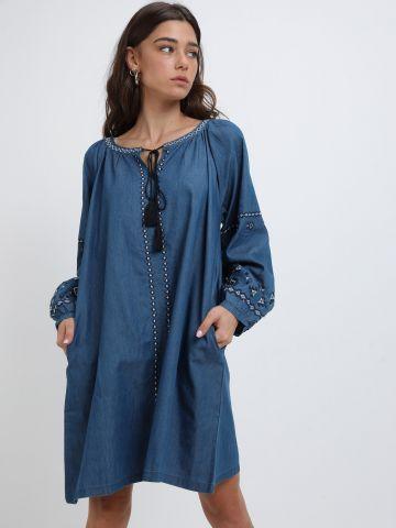 שמלה רחבה עם עיטורי רקמה וגדילים של YANGA
