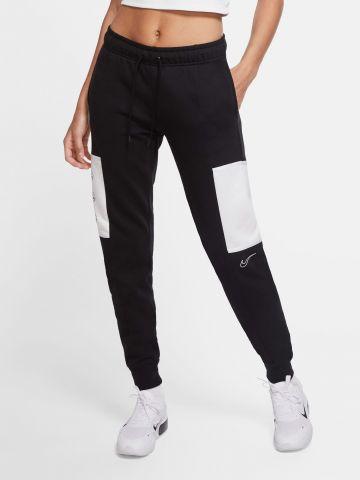מכנסי טרנינג עם פאנל לוגו של NIKE