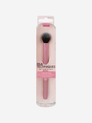 מברשת להנחה ופיזור אבקות Setting Brush של REAL TECHNIQUES