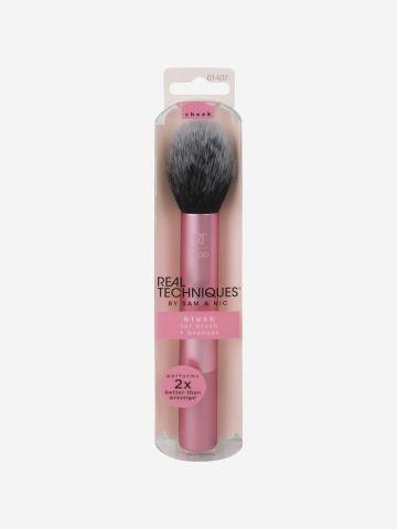 מברשת סומק Blush Brush של REAL TECHNIQUES