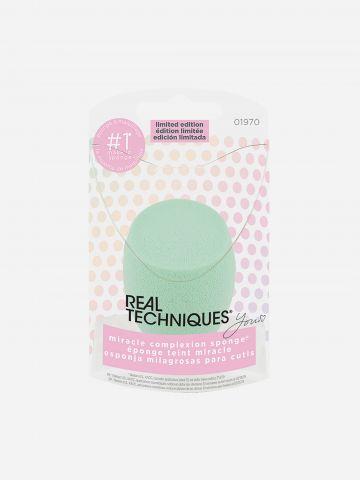 ספוגית איפור במהדורה מוגבלת - להנחת מייק אפ בגימור טבעי Miracle complexion sponge LOVE EVER של REAL TECHNIQUES