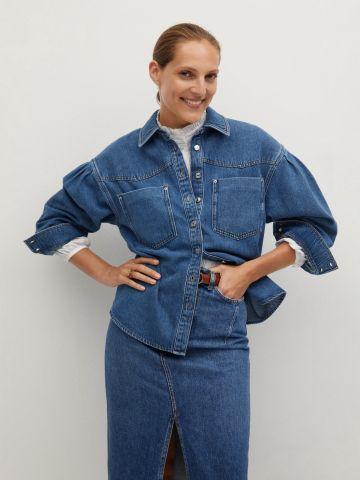 חולצת ג'ינס מכופתרת עם שרוולים נפוחים של MANGO