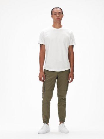 מכנסיים ארוכים עם כיסים של GAP