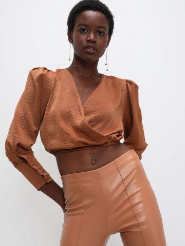 חולצת קרופ בסגנון מעטפת של YANGA
