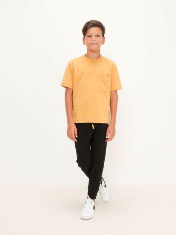 מכנסי טרנינג עם כיתוב של FOX