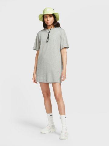 שמלת טי שירט עם לוגו של NIKE
