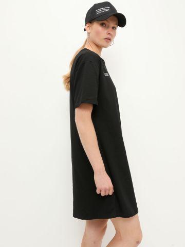 """שמלת טי שירט עם הדפס כיתוב """"SOCIAL DISTANCE"""" של TERMINAL X"""
