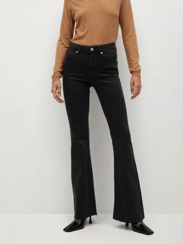 ג'ינס ארוך עם סיומת מתרחבת של MANGO