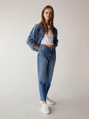 ג'ינס בסיומת גזורה של MANGO