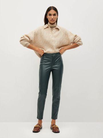 מכנסיים דמוי עור בגזרת סלים של MANGO