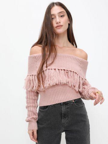 סוודר עם כתפיים חשופות ופרנזים של YANGA