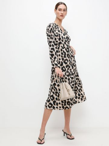שמלת סאטן מנומרת בסגנון מעטפת של YANGA