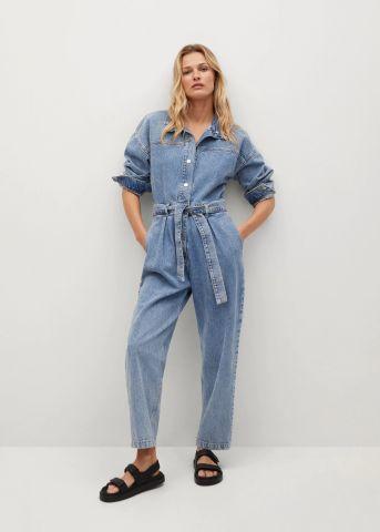 אוברול ג'ינס עם חגורה במותן של MANGO