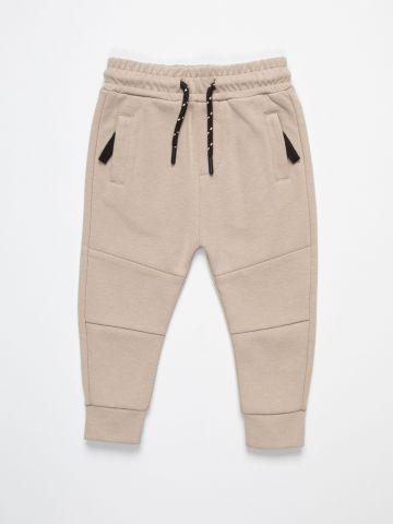מכנסי טרנינג עם תיפורים מודגשים / 6M-3Y של FOX