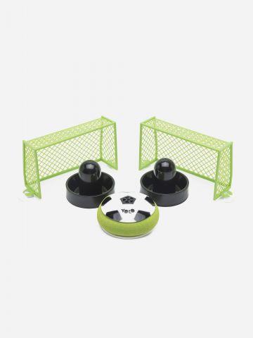 משחק כדורגל שולחן של YOLO