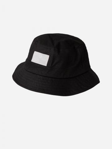 כובע באקט עם פאץ' לוגו של JACK AND JONES