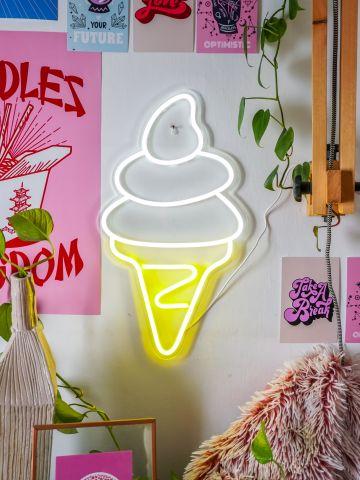 שלט נאון גלידה של VAZI VAZI