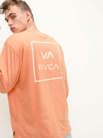 טי שירט עם הדפס לוגו של RVCA