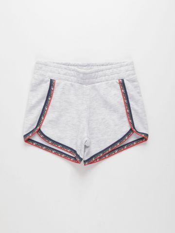 מכנסיים קצרים עם שוליים לוגו / בנות של LEVIS