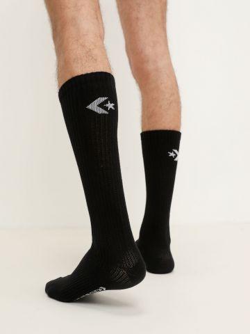 זוג גרביים גבוהים עם לוגו של CONVERSE