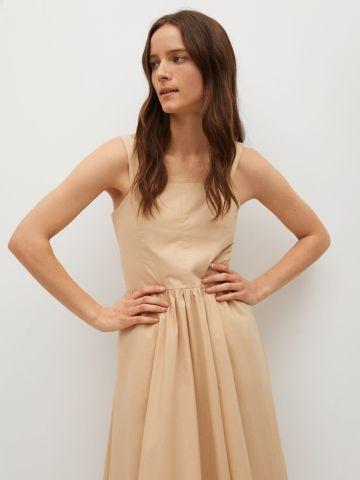 שמלת מידי מתרחבת בשילוב כיווצים של MANGO