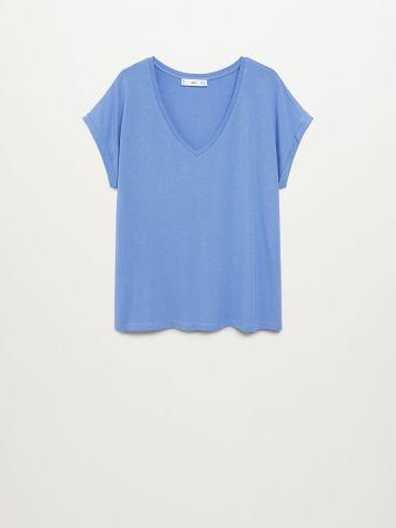 חולצת בייסיק מפתח צוואר וי של MANGO
