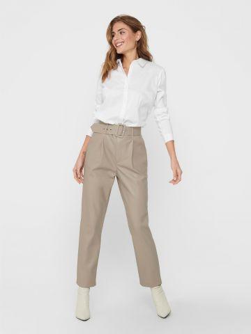 מכנסיים דמוי עור עם חגורה של ONLY
